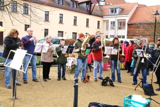 Auf dem 2. Stötteritzer Adventsmarkt spielt der Posaunenchor der Marienkirche