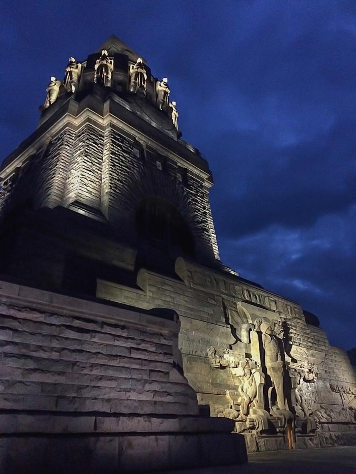 Auch bei Nacht stets einen Besuch wert - das Völkerschlachtdenkmal.
